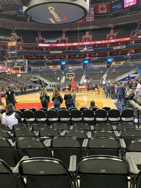 Capital One Arena, sección: BOX WEST, fila: HHH, asiento: 29