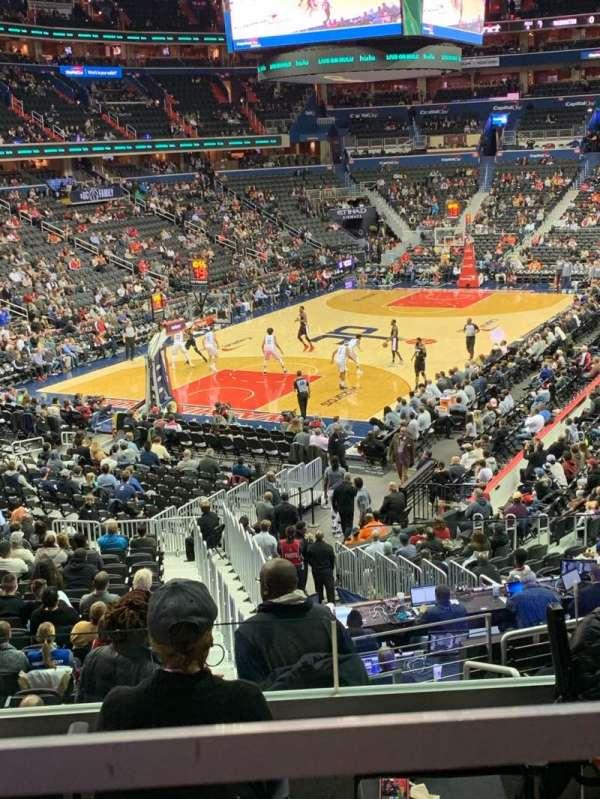 Capital One Arena, sección: 118, fila: V, asiento: 18