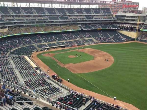 Target Field, sección: 303, fila: 1, asiento: 4