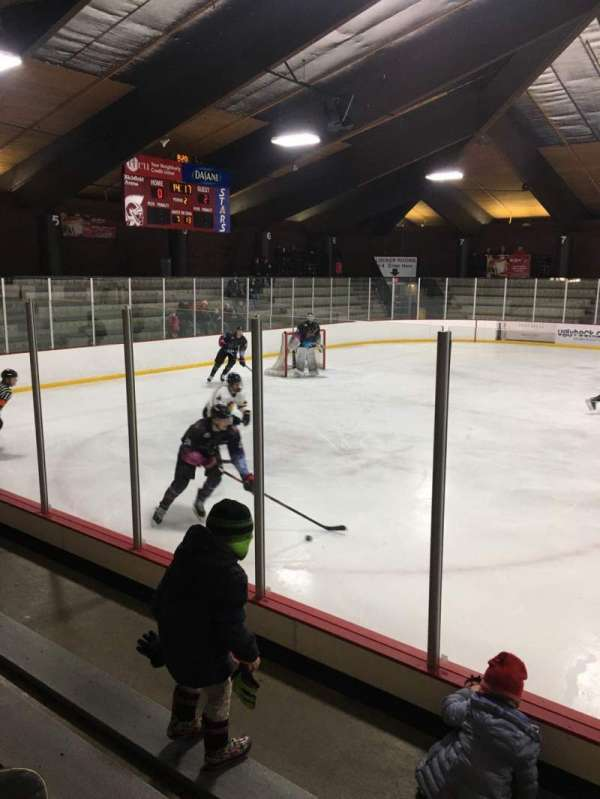 Richfield Ice Arena, sección: 2, fila: D, asiento: 3