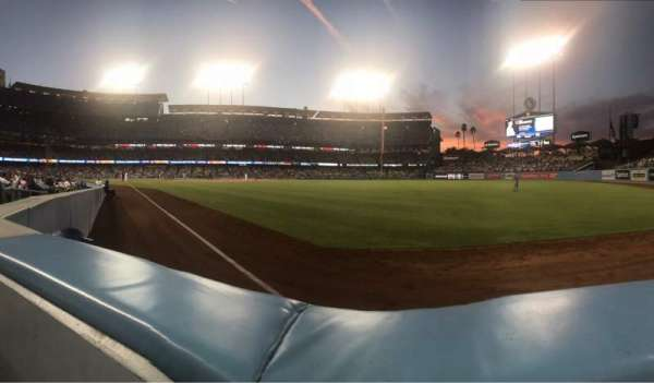 Dodger Stadium, sección: 48FD, fila: AA, asiento: 4