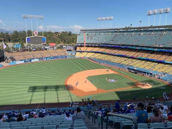 Dodger Stadium, sección: 27RS, fila: V, asiento: 1