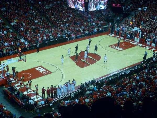 Kohl Center, sección: 325, fila: E, asiento: 13