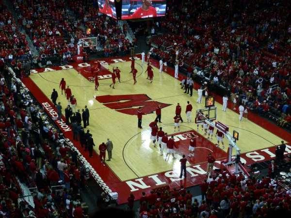 Kohl Center, sección: 317, fila: D, asiento: 6