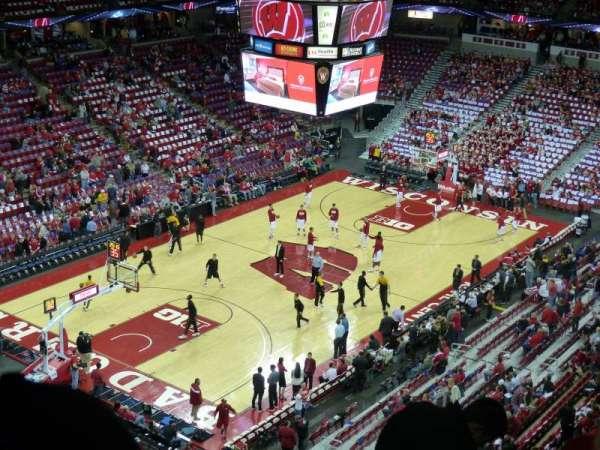 Kohl Center, sección: 326, fila: G, asiento: 10
