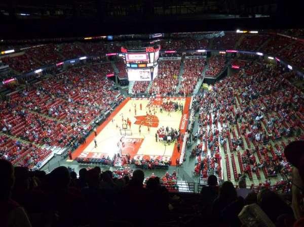 Kohl Center, sección: 328, fila: J, asiento: 8