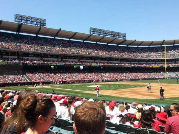 Angel Stadium, sección: F127, fila: N, asiento: 9