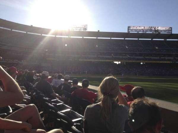Angel Stadium, sección: F131, fila: C, asiento: 16