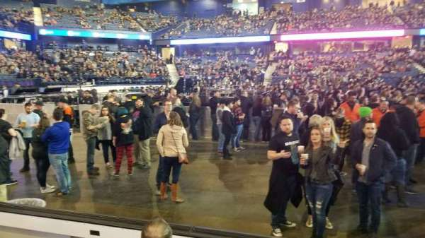 Allstate Arena, sección: 111, fila: DD, asiento: 23-25
