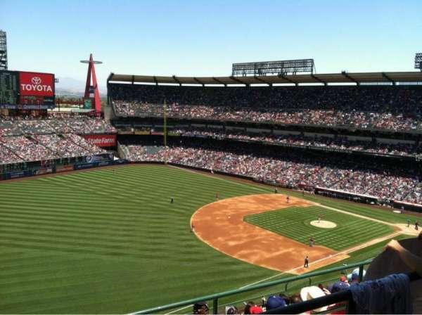 Angel Stadium, sección: V509, fila: B, asiento: 6