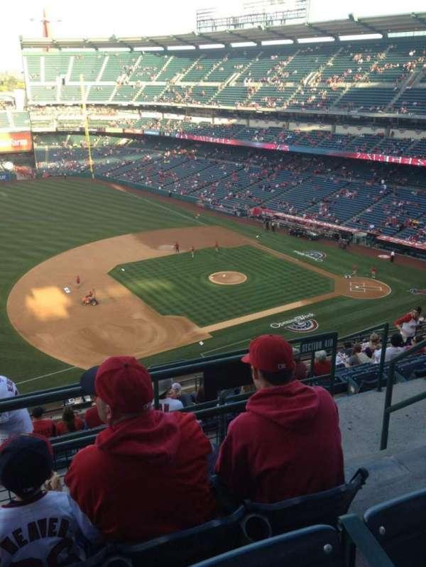 Angel Stadium, sección: V511, fila: C, asiento: 23