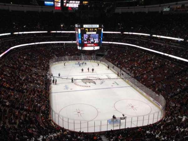 Honda Center, sección: 402, fila: J, asiento: 8