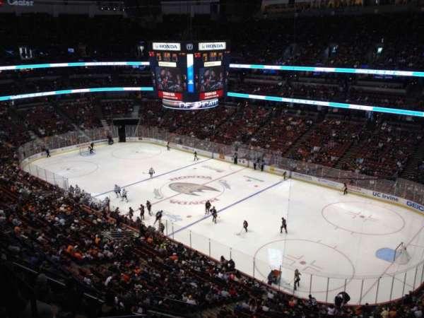Honda Center, sección: 407, fila: H, asiento: 4