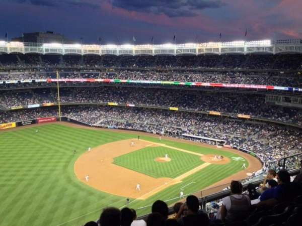 Yankee Stadium, sección: 430, fila: 8, asiento: 10