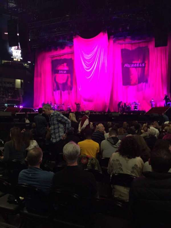 State Farm Arena, sección: 1, fila: R, asiento: 6