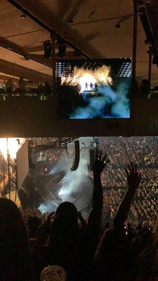 Madison Square Garden, sección: 222, fila: 19, asiento: 20