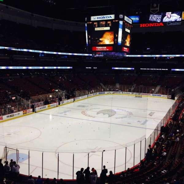Honda Center, sección: 325, fila: B, asiento: 1,2