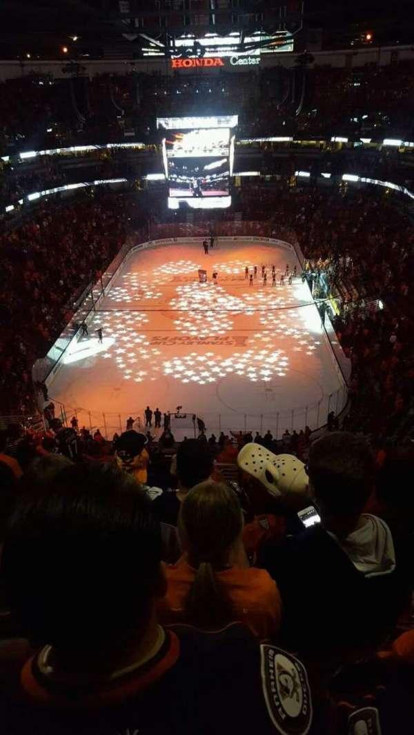 Honda Center, sección: 422, fila: P, asiento: 15