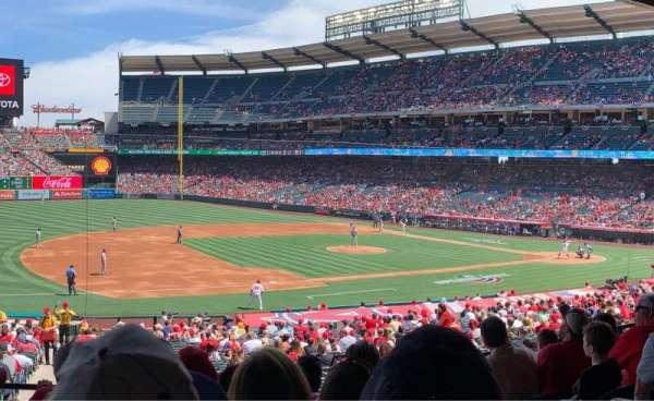 Angel Stadium, sección: T209, fila: F, asiento: 21