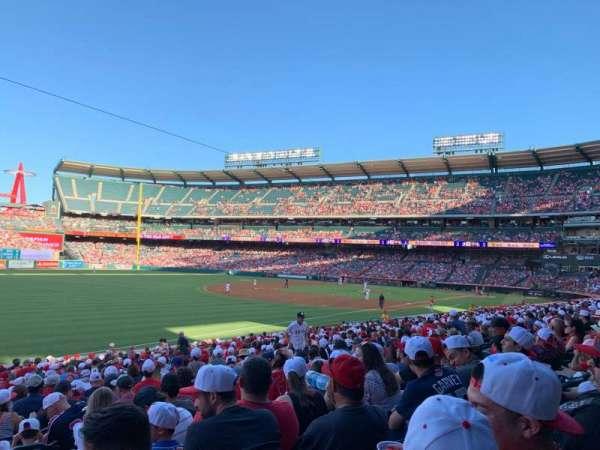 Angel Stadium, sección: F106, fila: Z, asiento: 1