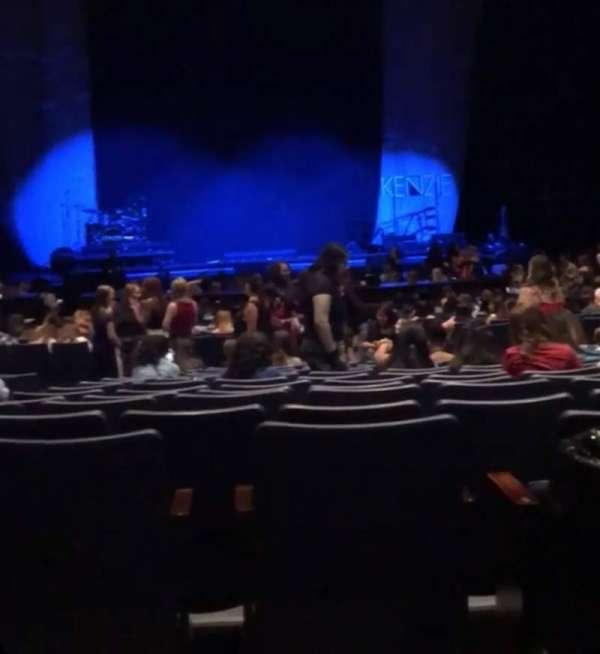 Rosemont Theatre, sección: 110, fila: AA, asiento: 11