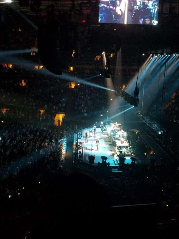 Madison Square Garden, sección: 213, fila: 2, asiento: 1