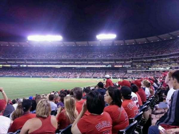 Angel Stadium, sección: F104, fila: m, asiento: 11
