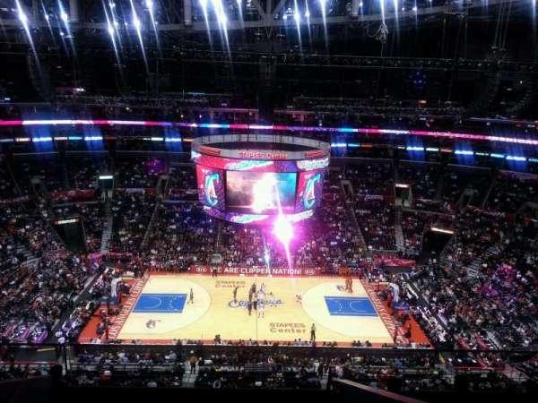 Staples Center, sección: 318, fila: 8, asiento: 20
