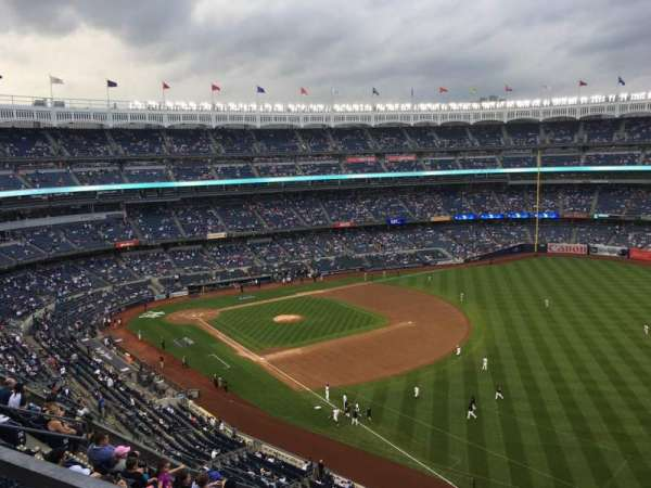 Yankee Stadium, sección: 415, fila: 8, asiento: 9