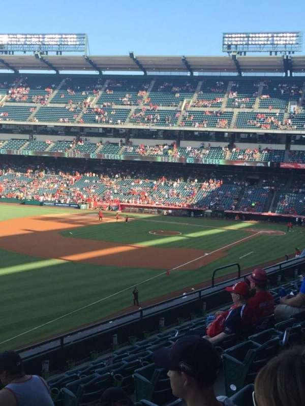 Angel Stadium, sección: C306, fila: G, asiento: 11