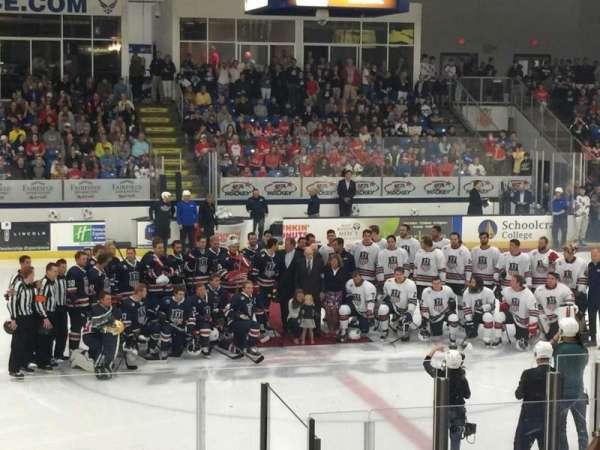USA Hockey Arena, sección: 113, fila: M, asiento: 11