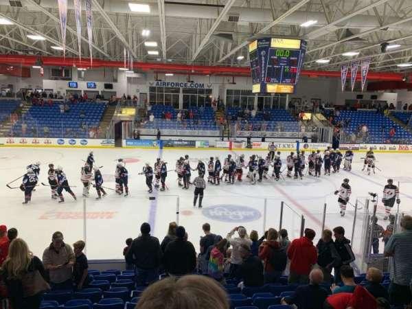 USA Hockey Arena, sección: 113, fila: M, asiento: 13