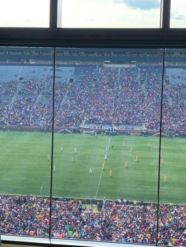 Michigan Stadium, sección: 411E, fila: 5, asiento: 2