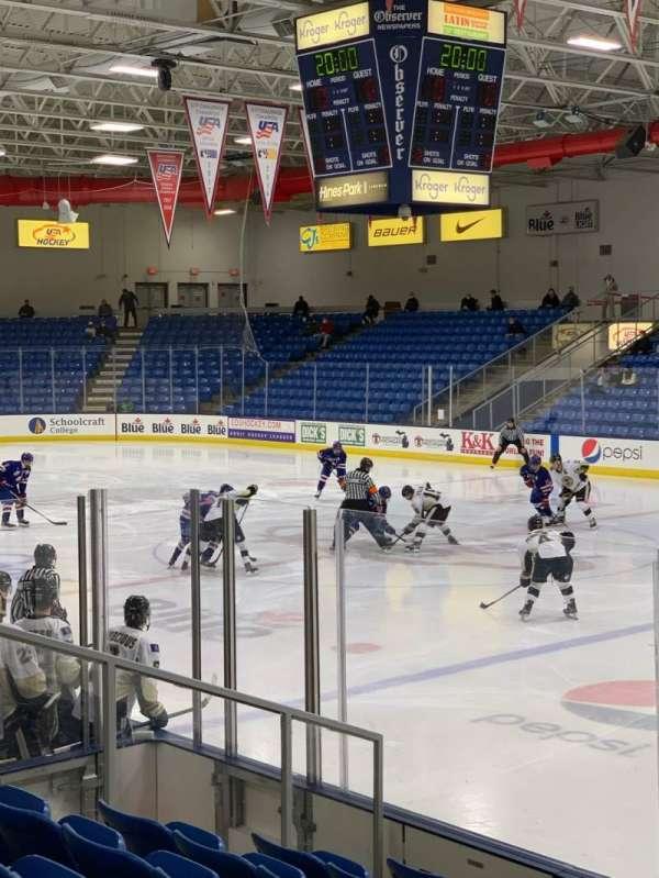USA Hockey Arena, sección: 101, fila: J, asiento: 10