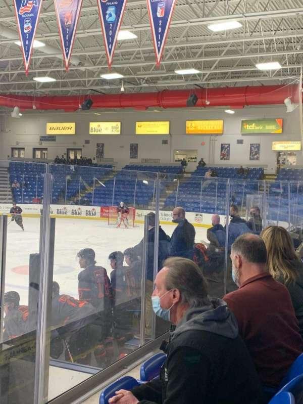 USA Hockey Arena, sección: 103, fila: F, asiento: 9