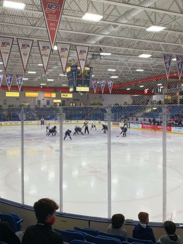 USA Hockey Arena, sección: 109, fila: H, asiento: 10