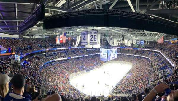 Amalie Arena, sección: 321, fila: L, asiento: 14