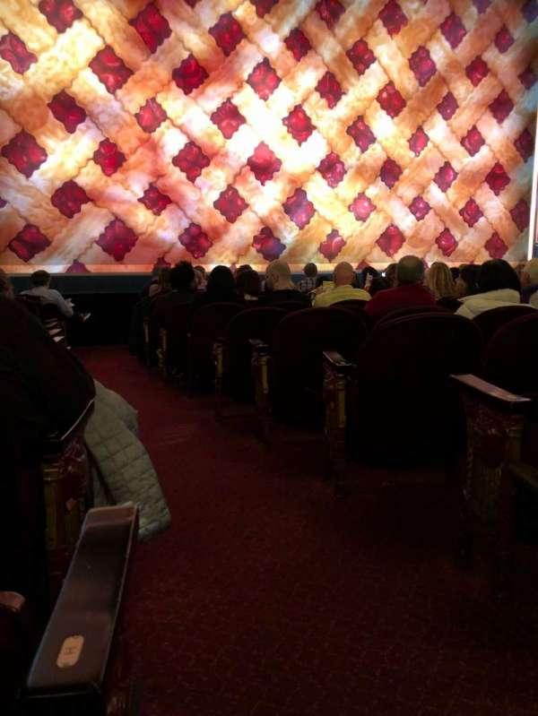 Brooks Atkinson Theatre, sección: Orch, fila: J, asiento: 1