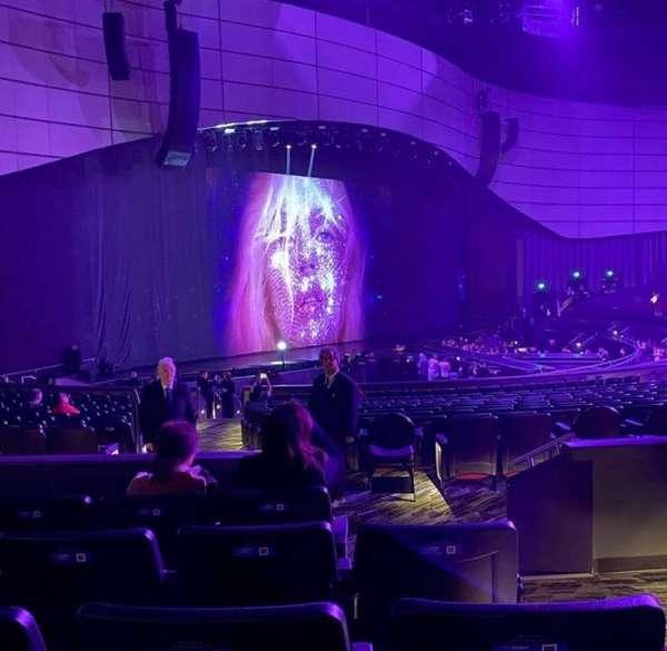 Zappos Theater, sección: 208, fila: D, asiento: 1