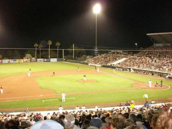 Hammond Stadium, sección: 215, fila: 14, asiento: 18