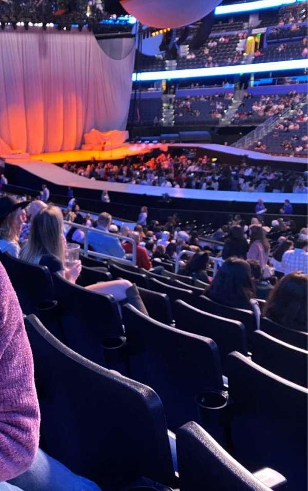 Amalie Arena, sección: 115, fila: V, asiento: 10