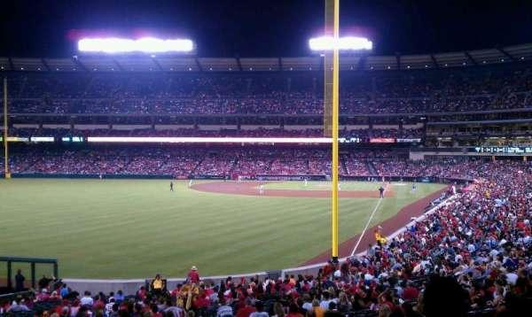 Angel Stadium, sección: T201, fila: F, asiento: 19