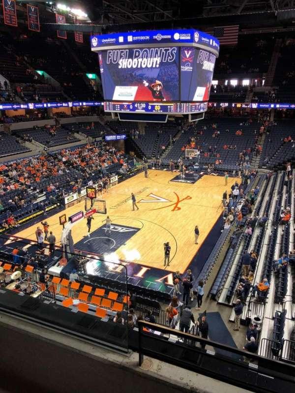 John Paul Jones Arena, sección: 316, fila: B, asiento: 4