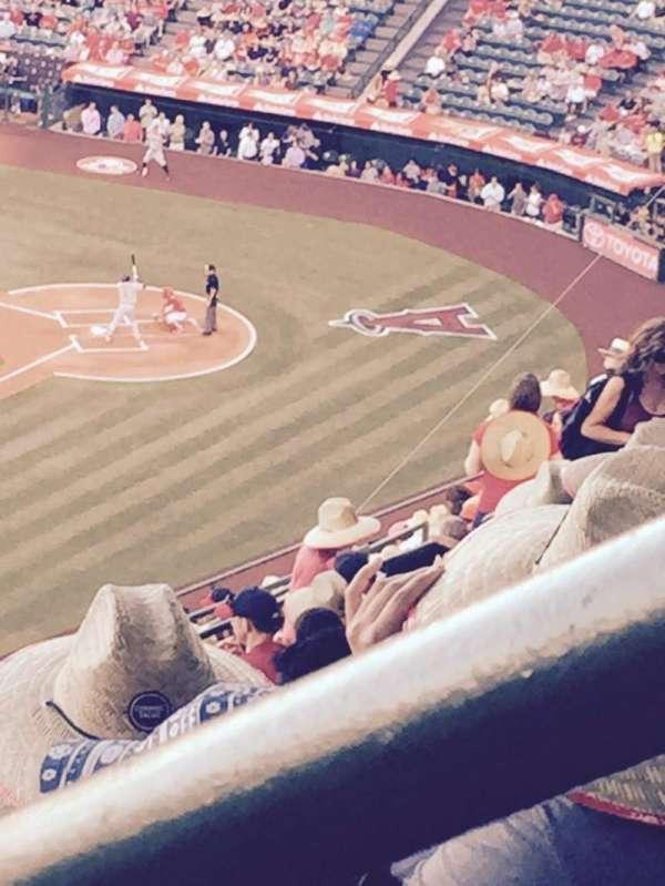 Angel Stadium, sección: V509, fila: N, asiento: 18