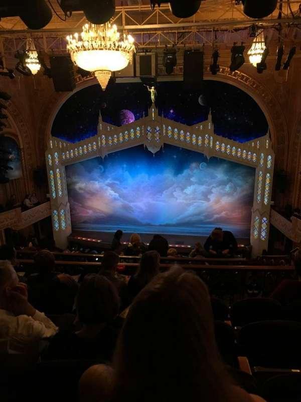 Eugene O'Neill Theatre, sección: Mezzanine R, fila: J, asiento: 110