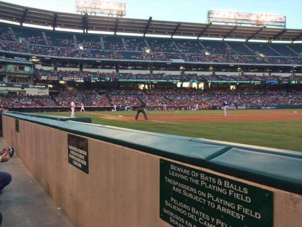Angel Stadium, sección: F127, fila: AA, asiento: 18