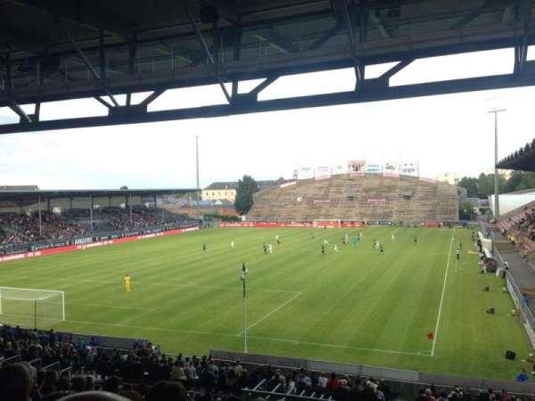 Stade Raymond Kopa, sección: Coubertin A, fila: AD, asiento: 15