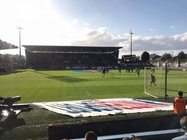 Stade Raymond Kopa, sección: Colombier B, fila: F, asiento: 15