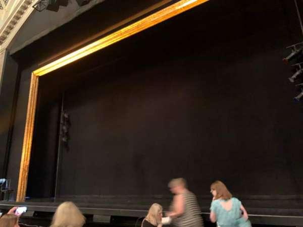 Ambassador Theatre, sección: Orchestra R, fila: D, asiento: 2