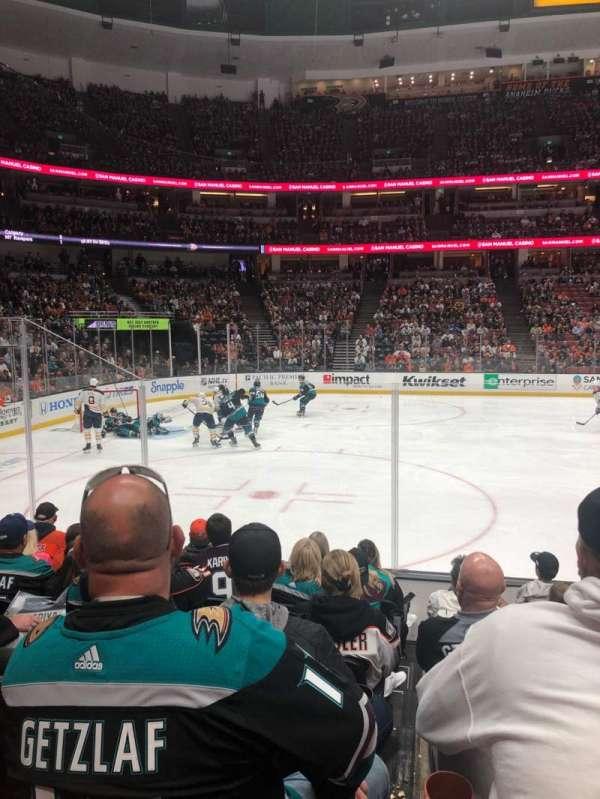 Honda Center, sección: 210, fila: H, asiento: 8